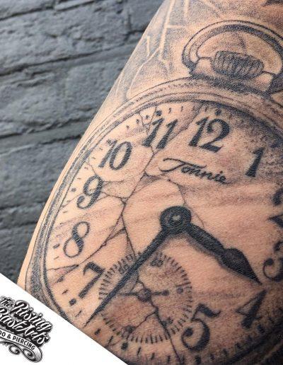 giographic_risingbastards_clock