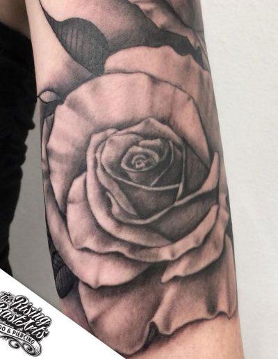 tattoonijmegen_risingbastards_rosetattoorarm